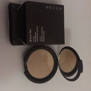 Becca multi tasking perfecting powder in beige